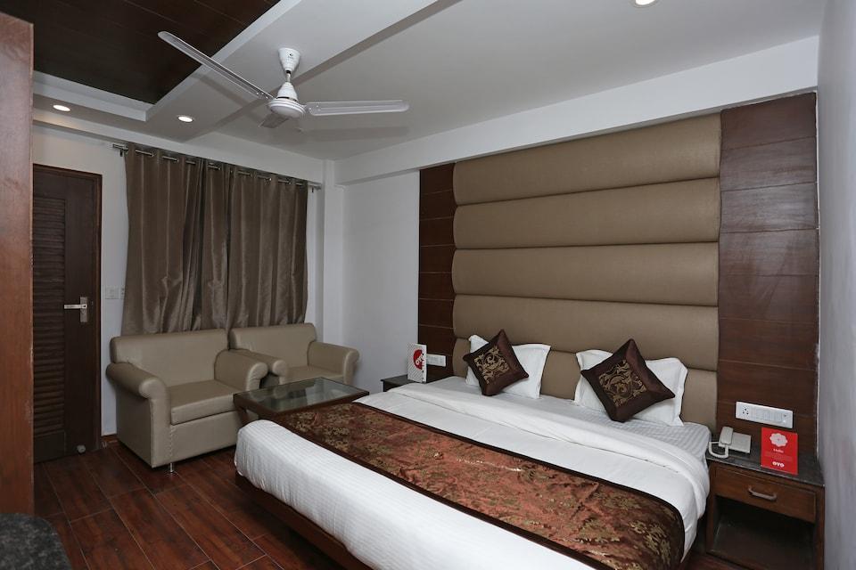 OYO 15210 Hotel Aashna