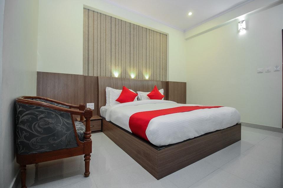 OYO 15218 Hotel Omaira