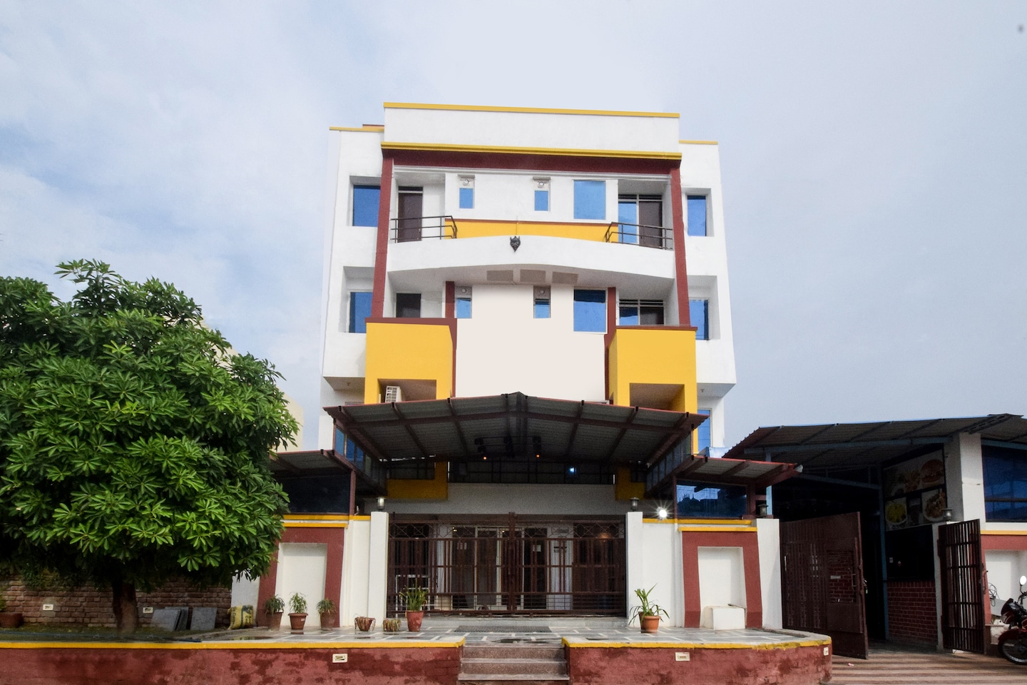 OYO 15246 The Park View Residency -1