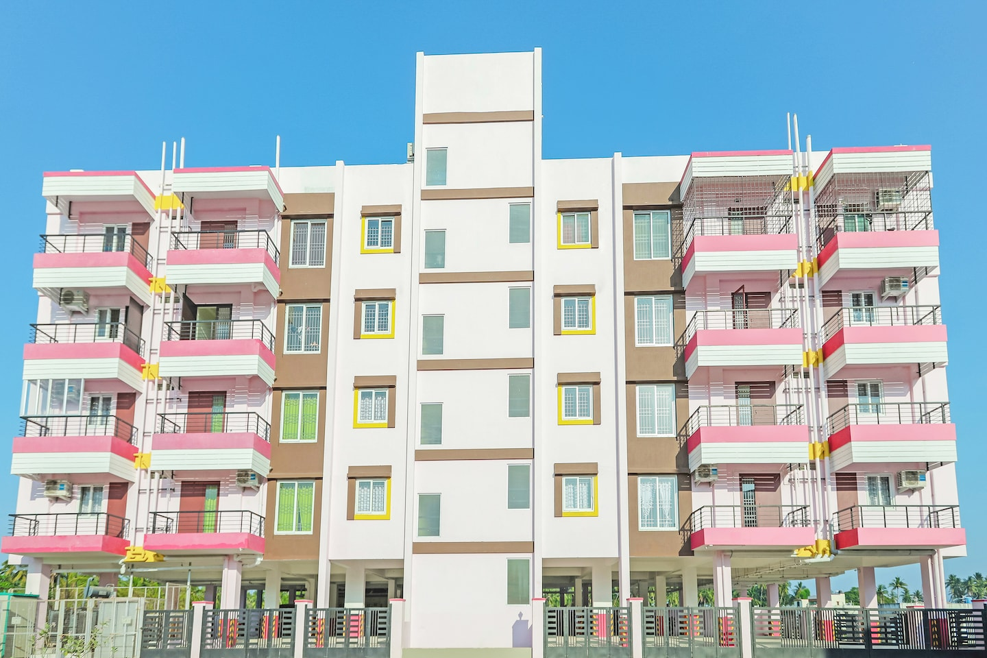 OYO Home 15272 Spacious Boat House 3BHK -1