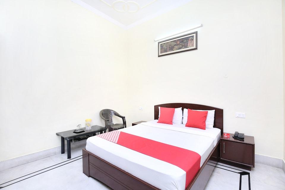 OYO 15347 Dhingra Residency