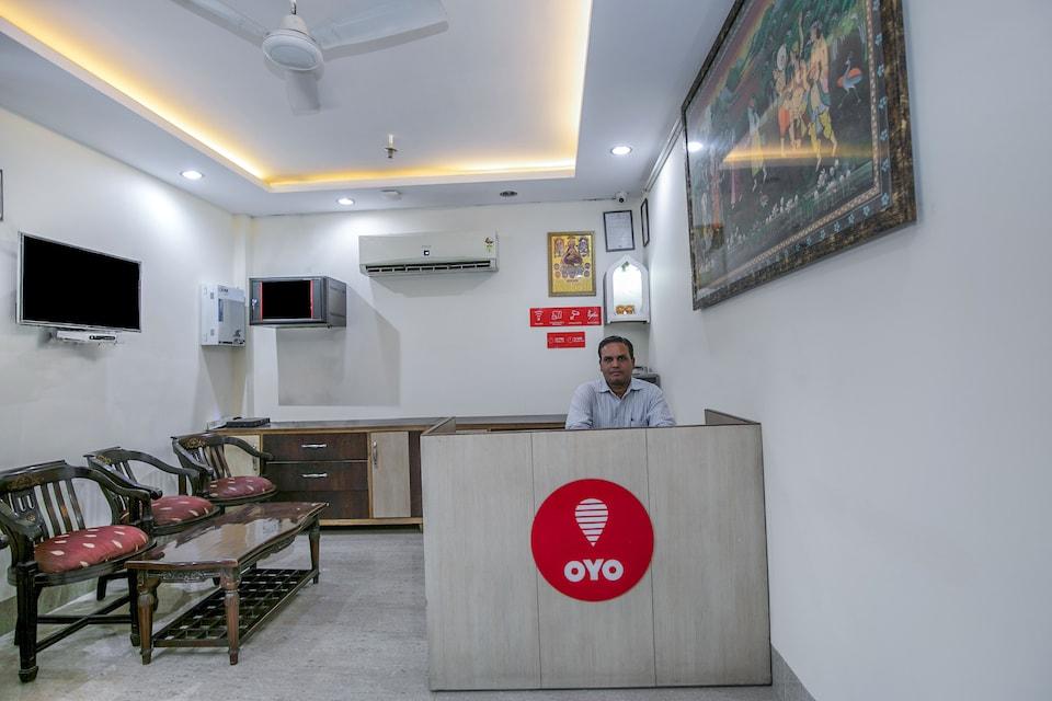 OYO Flagship 15411 Paschim Vihar Metro Station