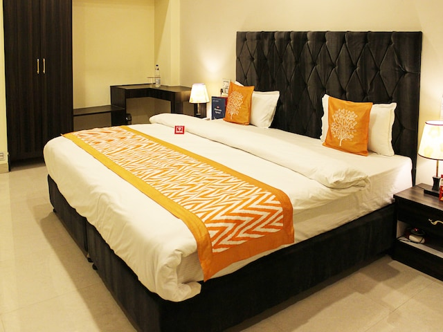 OYO 2702 Hotel Mansarover International
