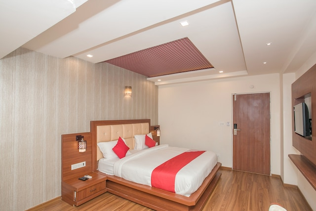 OYO 15505 Royal Stay Deluxe