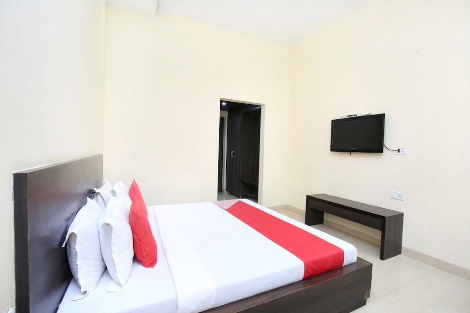 OYO 15534 Hotel Milan Palace