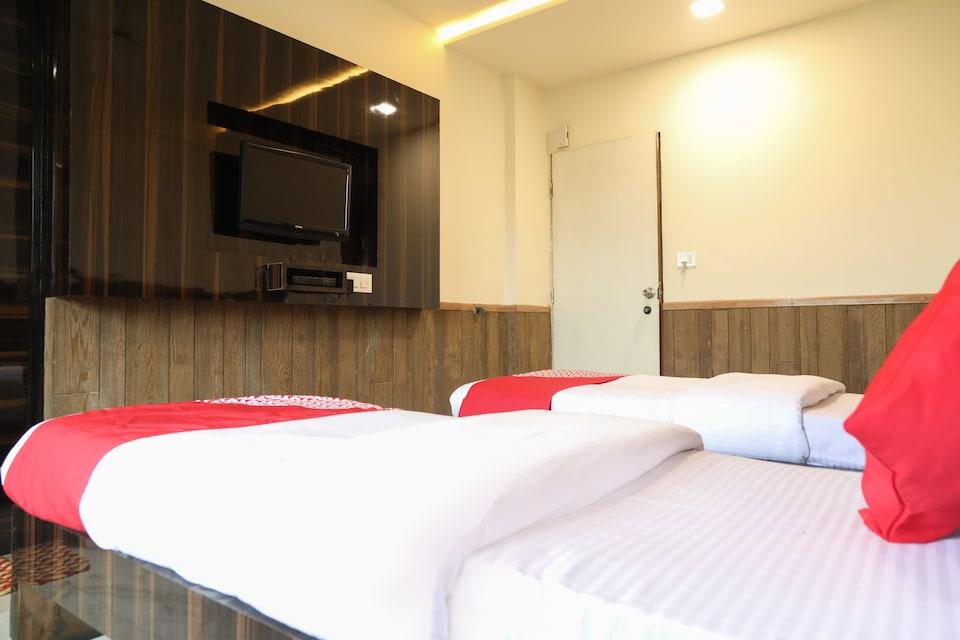 OYO 15542 Hotel Shivala