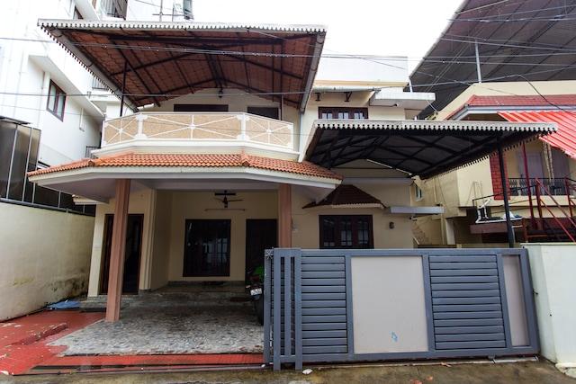 OYO 15557 Home Modern 3 BHK Kakanad