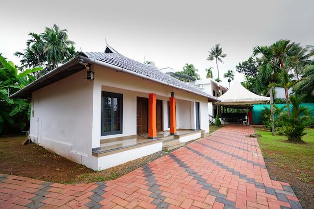 OYO 15621 Home Peaceful Stay Panangad Island