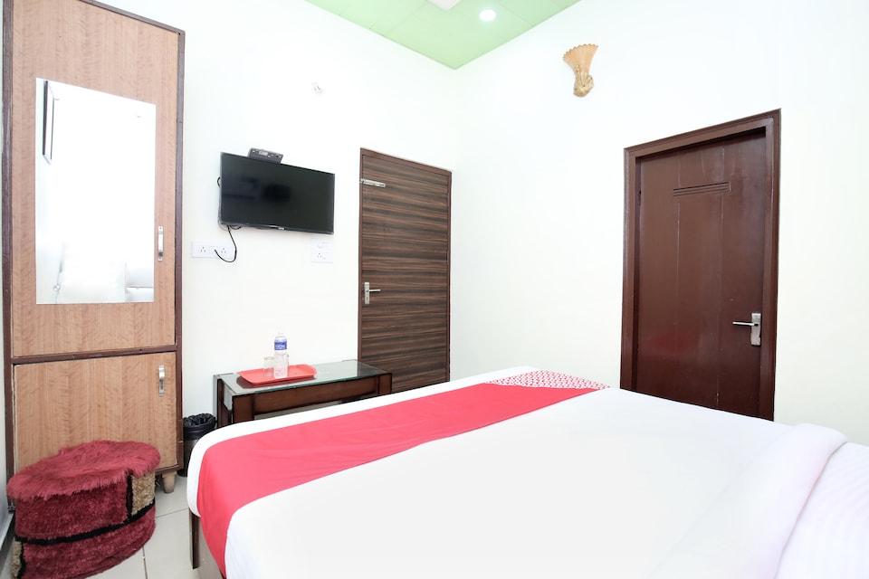 OYO 15644 Hotel Karma