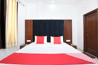 OYO 15652 Hotel 51