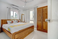 OYO Home 15660 Modern 1BHK Near Lulu Mall