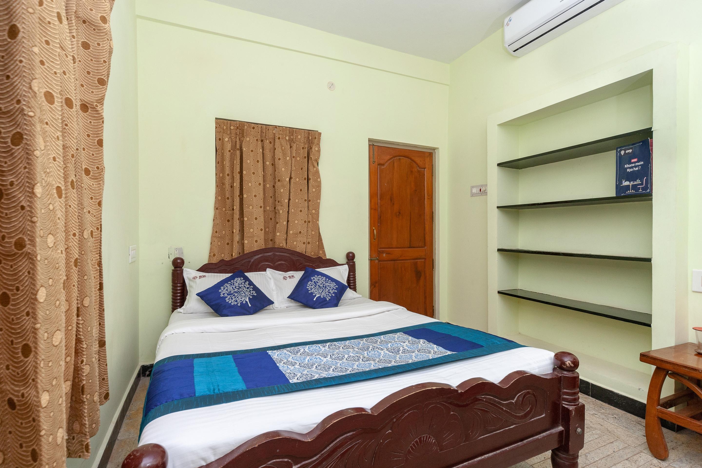OYO 15663 Sri Karuna Residency