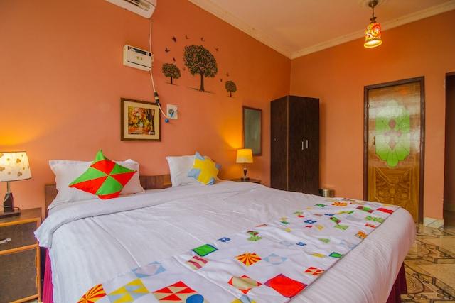 OYO 15697 Home Colorful Studio Candolim Beach