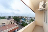 OYO 15702 Thulsi Residency