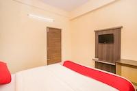 OYO 15711 Athiti Residency