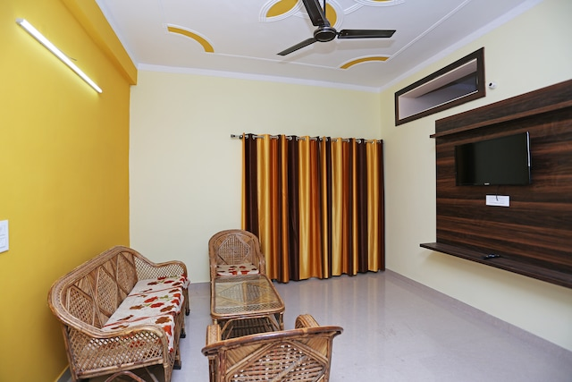 OYO Home 15712 Home Spacious 2bhk Near Sahastradhara Crossing