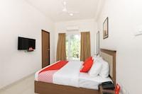 OYO 15723 Hotel Rishi Gardens