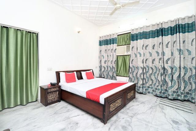 OYO 15728 The Shradha Guest House Saver