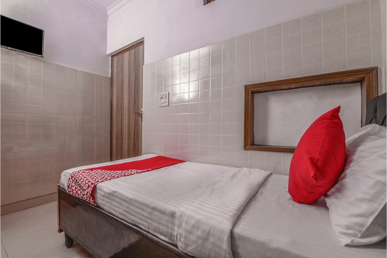 OYO 15737 Hotel Luxbury Inn -1