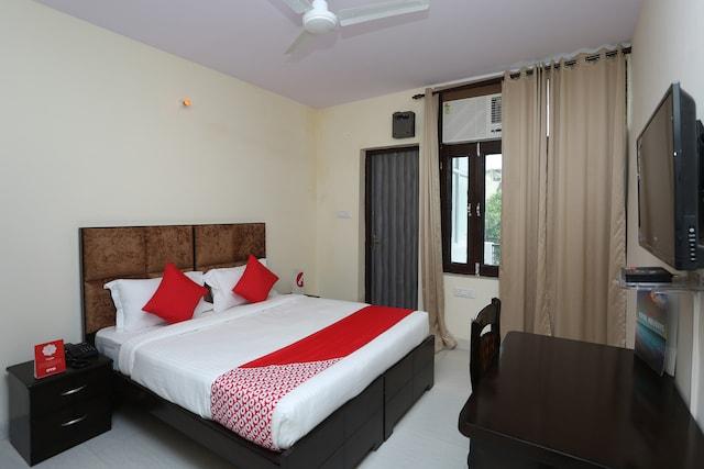 OYO 15738 Hotel Awesome Villa