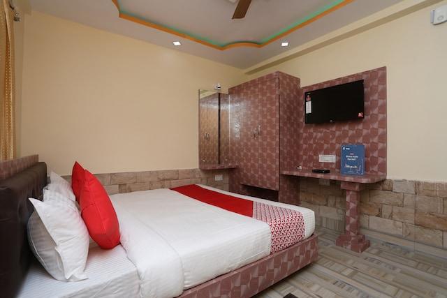 OYO 15738 Hotel Ag Star