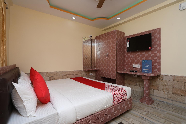 OYO 15738 Hotel Ag Star -1