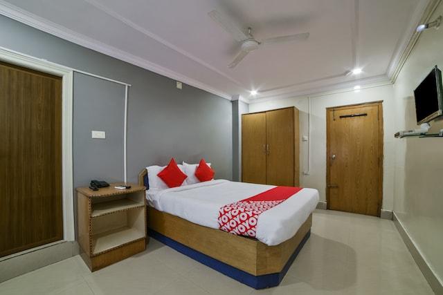 OYO 15752 KBR Residency