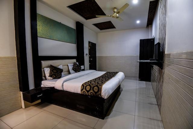 OYO 15769 Hotel Alpine Inn