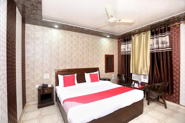 OYO 15772 Hotel Regal Plaza