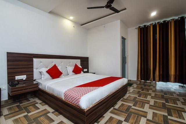 OYO 15806 Hotel Naddi Hills
