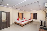 OYO 15818 Om Sai Residency Suite