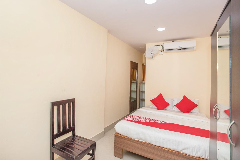 OYO 15818 Om Sai Residency -1