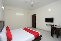 OYO 15822 Ryan Residency Suite
