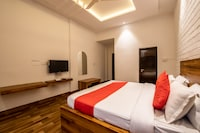 OYO 15840 Hotel Nandini Deluxe