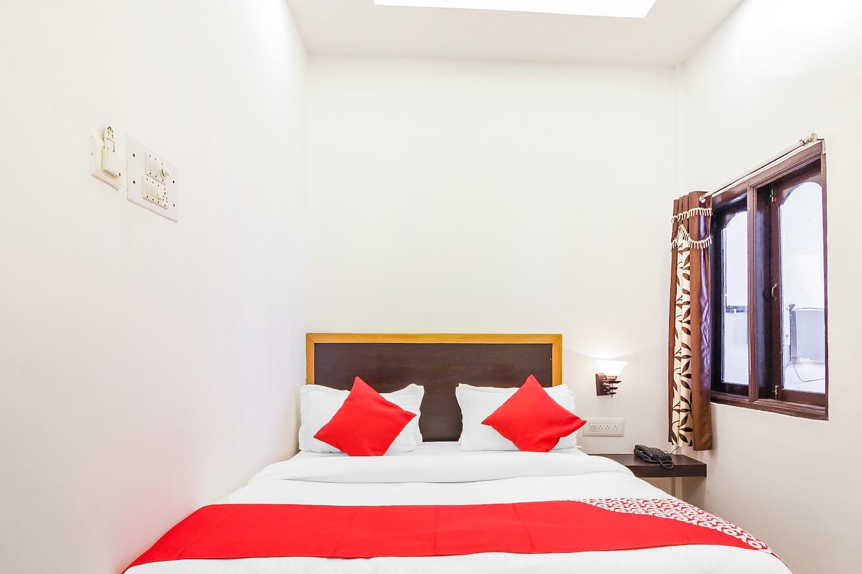 OYO 15840 Hotel Nandini -1