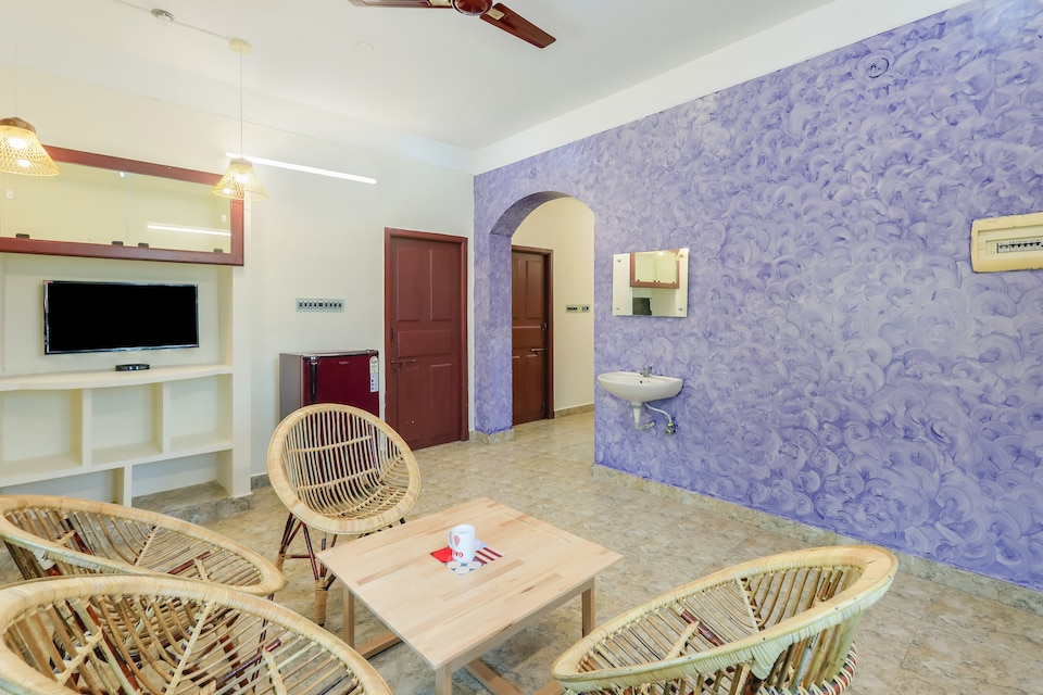 OYO 15852 Elite 2BHK Near Rock Beach