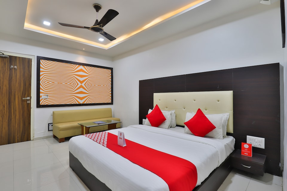 OYO 15862 Hotel The Grand Krishna