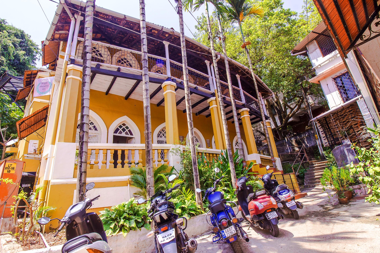 OYO Home 15899 Luxury Studio