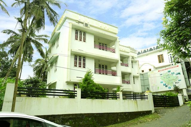 OYO 15916 Home Spacious Apartments