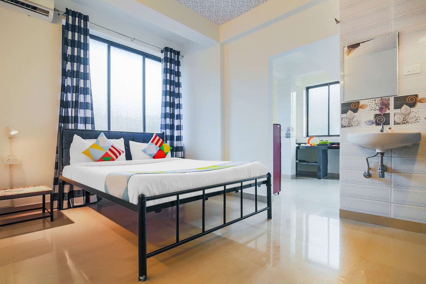 OYO 15927 Home Spacious Studio Reis Margo Fort -1