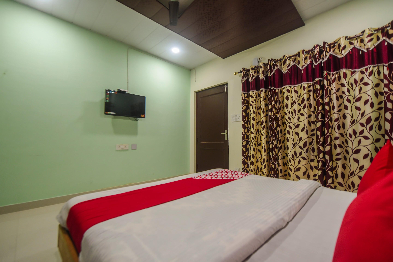 OYO 15935 Hotel Laksh Shivay