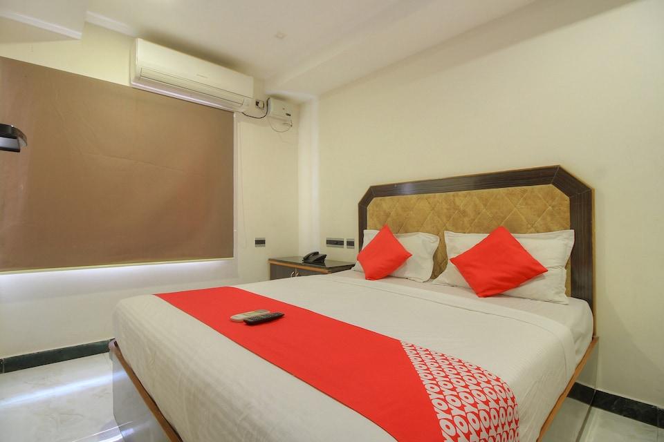 OYO 15948 Hotel Srees