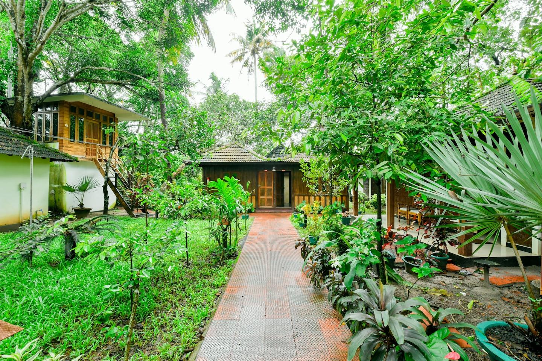 OYO 15962 Green Aura Resort -1