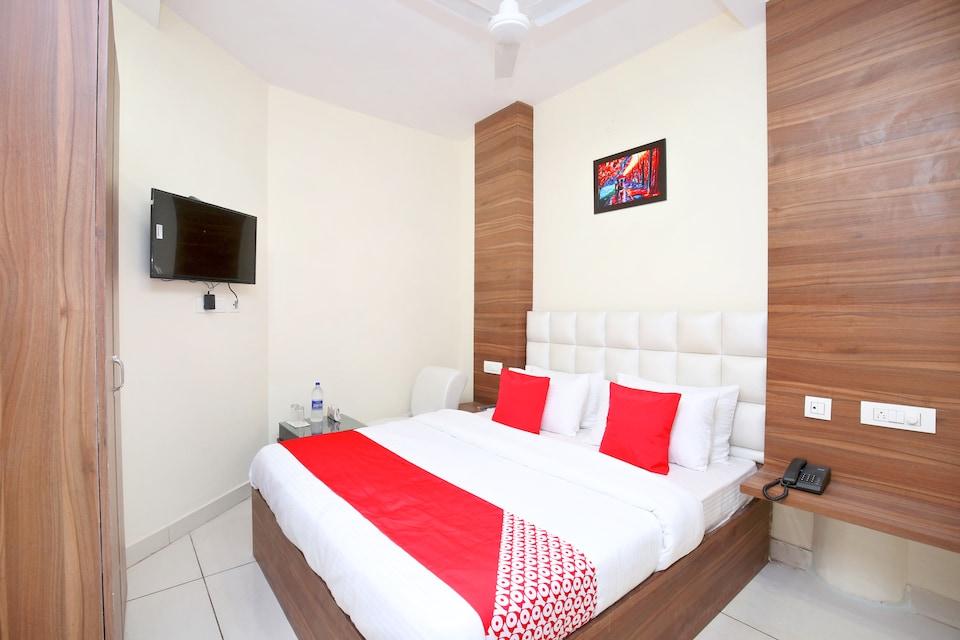 OYO 15975 Hotel 365