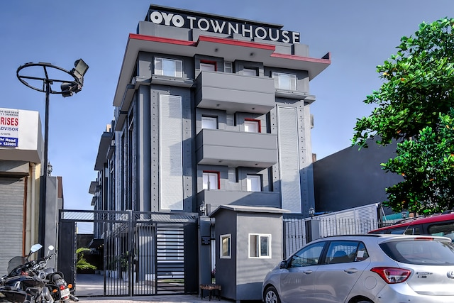OYO Townhouse 044 Sector 14 Gurugram