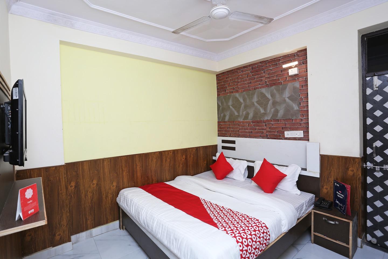 OYO 15994 Hotel Bullet Inn & Lounge -1