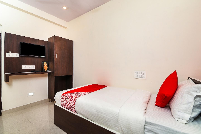 OYO 16048 Sri Raghavendra Inn -1