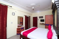 OYO 16057 Hotel Centre Point