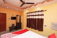 OYO 16058 Classic Inn