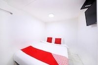 OYO 334 Everest Hotel